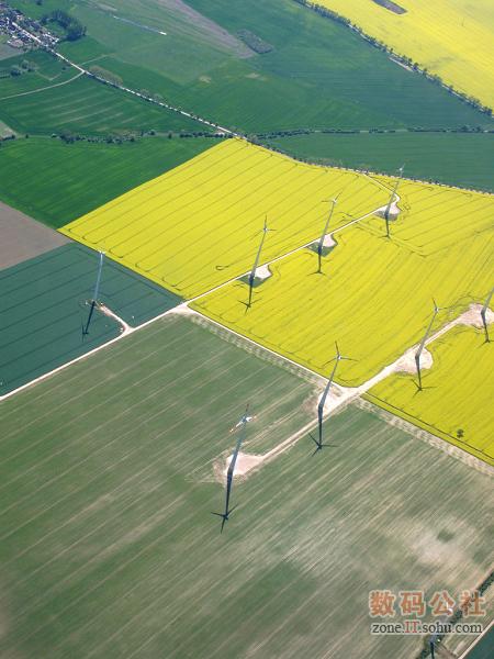 田间的风力发电机