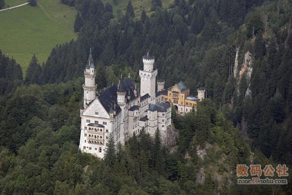 乡村里散落的古老城堡