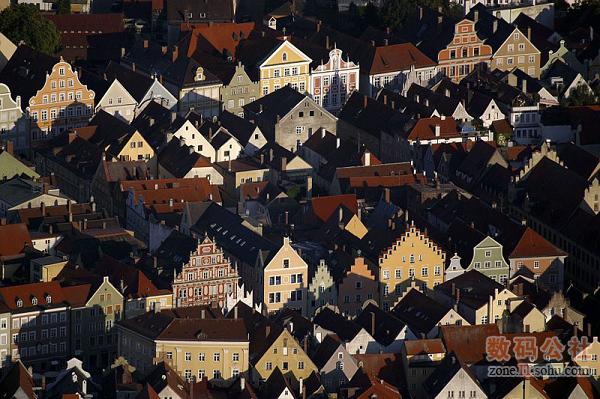 夕阳下的古老小镇,真的太美了~~~比美国农村有情趣多了