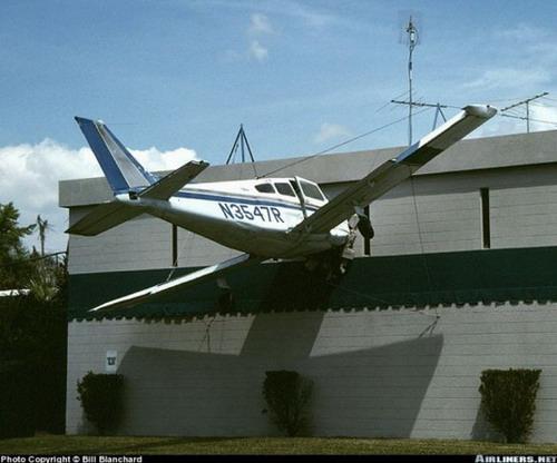 千奇百怪的飞机失事瞬间照片