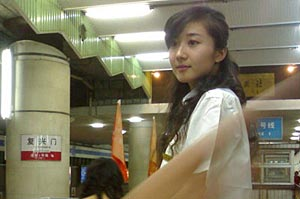 偷拍:北京地铁惊现绝色美女工作员