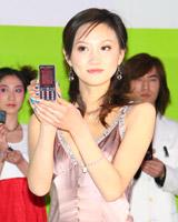 模特展示索爱新品手机