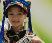 天仙妹妹展示索爱新品手机
